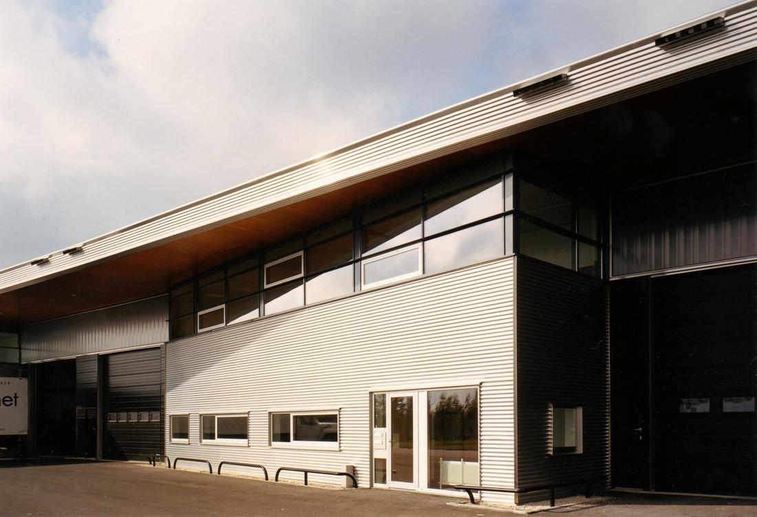 Moen & van Oosten - Bedrijvengebouw Schiphol